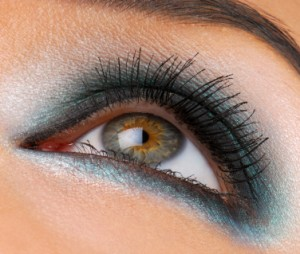Blaue Smokey Eyes Wie Schminkt Man Blaue Smokey Eyes Kosmetik