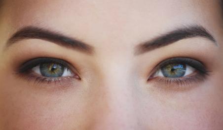 Augenbrauen zupfen